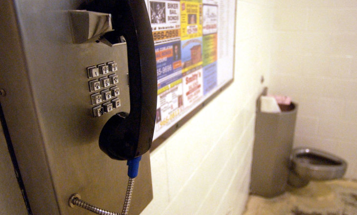 За что прерывают звонки осужденным?